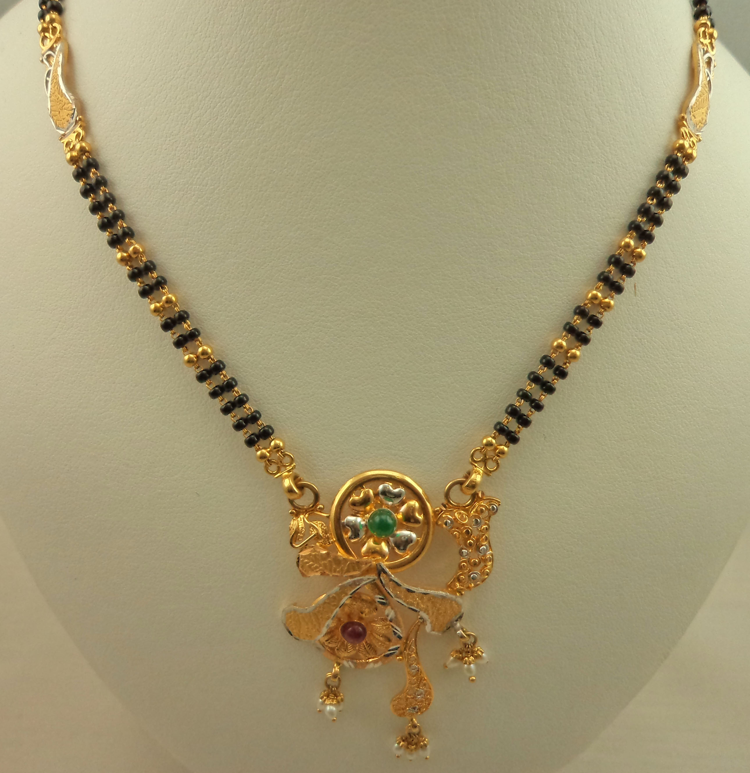 Gold Jewellery-Mangalsutra : Lotus Gold