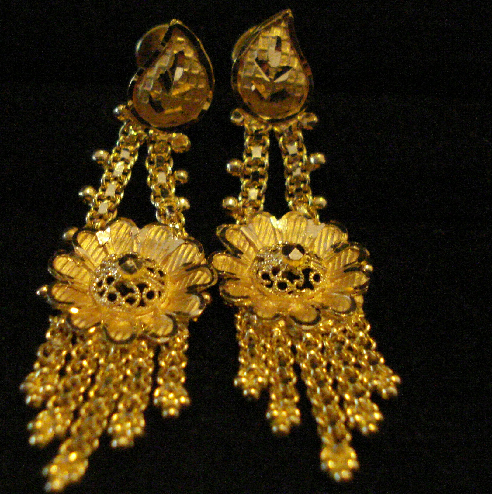 22 Karat Flower Design Hanging Earring - 22 : Gold Jewellery ...